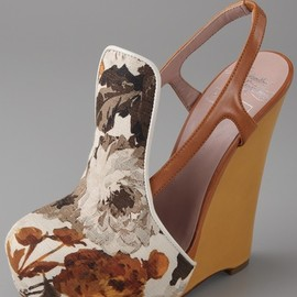CHRIS BENZ - Floral fabric wedges