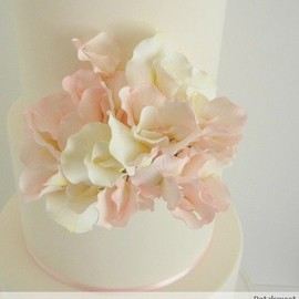CakesDecor.com - Pink and White Sweet Peas