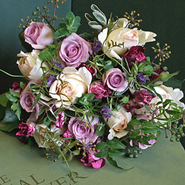 THE REAL FLOWER COMPANY Ivory and lavender bouquet