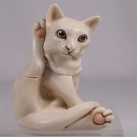"harmony Kingdom - ""CHARM SCHOOL"" -Elegantly Groomed WHITE CAT"