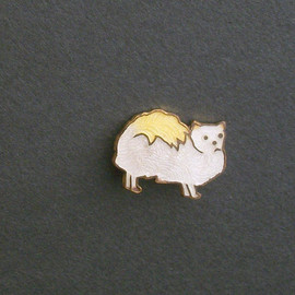 pinguim - Antique Cat Pin . Tiny Enamel Longhair Cat . Frowny .