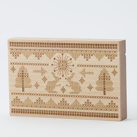 CEMENT PRODUCE DESIGN, Card Chest - cross stitch / birch