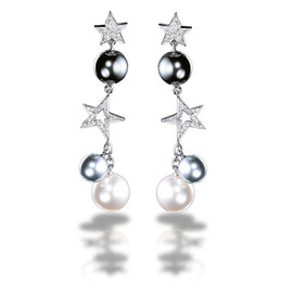 CHANEL - Comète Earrings in 18K white gold, cultured pearls and diamonds.