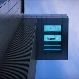 HOLIDAY INN SHANGHAI - GLASS BOTTOM POOL