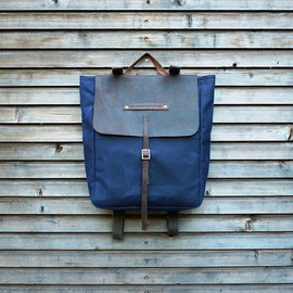 Waxed canvas rucksack/backpack with waxed leather shoulderstrap,handle COLLECTION UNISEX