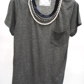 sacai - Neck Bijoux T-shirt