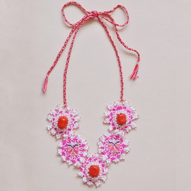 Emma Cassi - Fushia and bamboo necklace