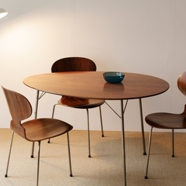 Fritz Hansen - Egg Table -model 3603- & Ant Chair by Arne Jacobsen
