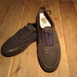 VANS - AUTHENTIC   MADE IN USA