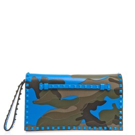 VALENTINO - The Rockstud camo-print clutch