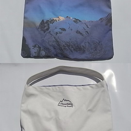 ARTS&SCIENCE - Mountains Seeing Itself Tote Bag L