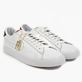 Nike - X Fragment White Tennis Classic SP Sneakers