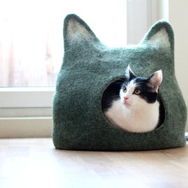 Agnes Felt - Cat bed - cat cave - cat house - eco-friendly handmade felted wool cat bed