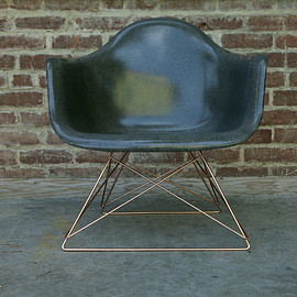 STUSSY Livin' GENERAL STORE, Modarnica - GS Fiberglass Arm Shell Chair by Modernica