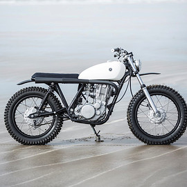 Auto Fabrica - 7E (gloss white, below) / Yamaha SR500
