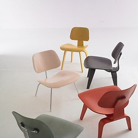Herman Miller. - Eames Molded Plywood Chairs