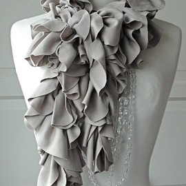 ☆ - This is a great scarf!