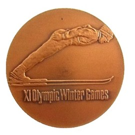 vintage '1972 SAPPORO OLYMPICS 記念 銅 メダル  (Commemorative medal)