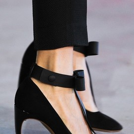 NICHOLAS KIRKWOOD, Roksanda Ilincic - SS2014 Suede and Patent Leather Mary-Jane Bow Pumps