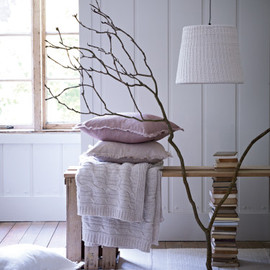 Cox&Cox - Knitted Cotton Lamp and  Handmade Lambswool Throw