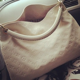 Louis Vuitton - Artsy MM Tote Bag