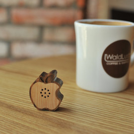 Motz - Tiny Wooden Apple Speaker for iPod, iPhone, Galaxy S and more  (100% Made in Handicraft)