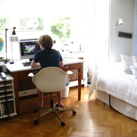 Clean Small Neat Workspaces Design With Simple Bed Creative Office Space