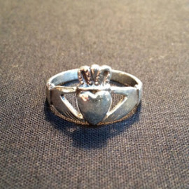 PIONEER TAILORING ( WARP AND WOOF ) - Claddagh Ring
