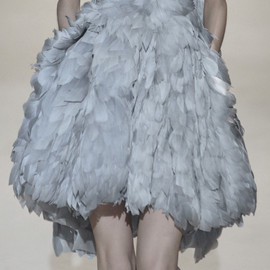GIVENCHY - 羽根のスカート(haute couture autumn/winter 2007-2008)