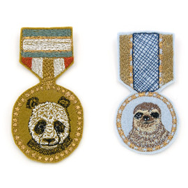 CORAL & TUSK - CORAL & TUSK Medalのようなバッジ