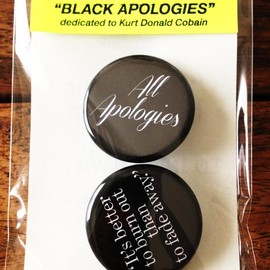 "WRIGHT - Can Badge ""BLACK APOLOGIES"""