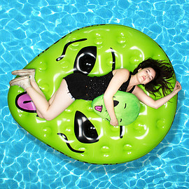 RIPNDIP - WE OUT HERE POOL FLOAT