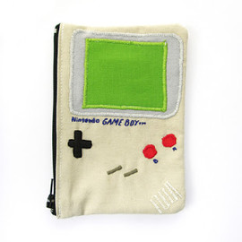 Emma Ferguson - Game Boy purse
