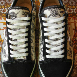 VANS - vintage VANS black white PIRATE SKULLS  OLD SKOOL skate pirate MADE IN USA 90's
