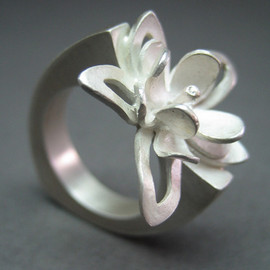 Christina Brenke  - Whimsy Corsage Ring