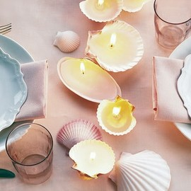 DIY seashell candles - beach wedding decoration  Tried to make my mum one of these but I can't get it to sit straight...not safe :(