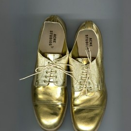 Acne - gold/shoes