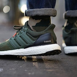 adidas - Ultra Boost - Olive/Black/Red?