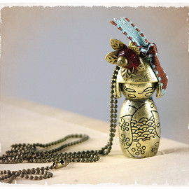 Luulla - PENDANT - Necklace with brass Kokeshi doll - 3D girl - Momiji doll, asian style, kawaii