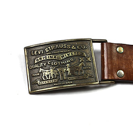 LEVI'S - Vintage Leather Belt with Levi Strauss Brass Belt Buckle Made in USA