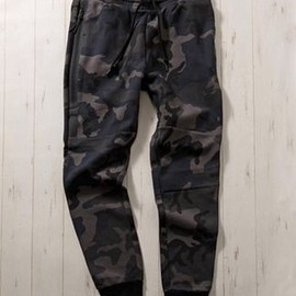NIKE - TECH FLEECE CAMO PANTS