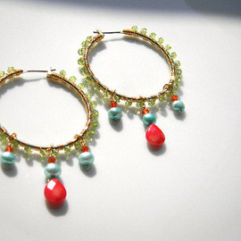 Ostara - Dangling Hoop Earrings with Red corlal and Pale Green Pearl