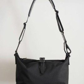 ARTS&CRAFTS - black nylon carry all shoulder