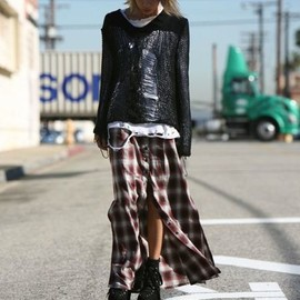 plaid-maxi-skirt-with-buttongs