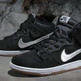 "NIKE SB - Nigel Sylvester x Nike SB Dunk High ""S.O.M.P."" – Arriving at Retailers"