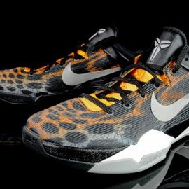 Nike - NIKE ZOOM KOBE VII SYSTEM CIRCUIT ORANGE/MEDIUM GREY-BLACK-SAIL