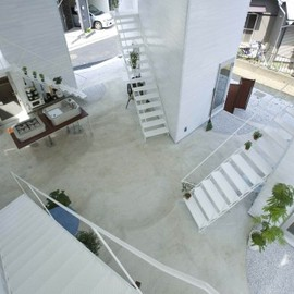 ON Partners - Yokohama Apartment with semi-public courtyard