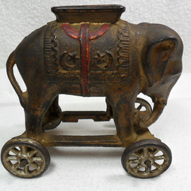 ELEPHANT ON WHEELS ORIGINAL CAST IRON BANK 1920s A.C. WILLIAMS - Moore 446