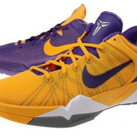 Nike - NIKE ZOOM KOBE VII SYSTEM COURT PURPLE/UNIVERSITY GOLD-WHITE-COOL GREY