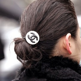 CHANEL - hair_accessory